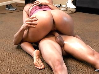 Curvy Latina wife cheats on her husband with the cable guy amateur films