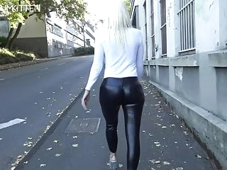 Lara CumKitten - SPERMAWALK AND LEGGINGSWALK amateur films